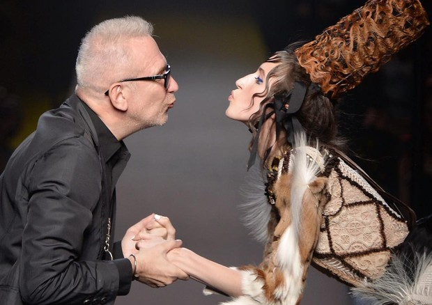 Jean Paul Gaultier e Anna Cleveland (Foto: Getty Images)