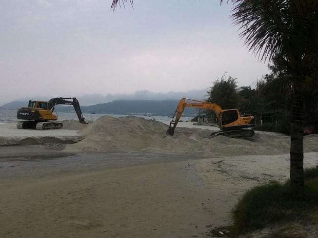 Foi feito o espalhamento da areia (Foto: SMO/Divulgação)