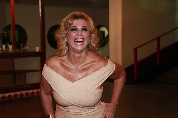 Ex-BBB Cida na estreia da peça de Viviane Araújo, no Rio (Foto: Isac Luz/EGO)