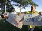 Movimentos sociais realizam ato contra Temer em praça de Maceió