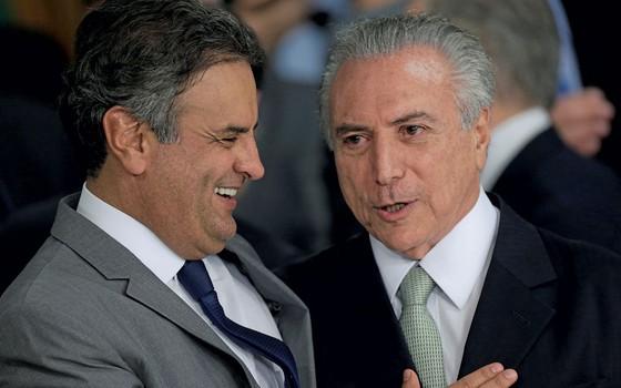 O senador Aécio Neves e o presidente Michel Temer em maio passado (Foto: Ueslei Marcelino / Reuters)