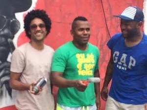 MC Doca (C) tem projeto social na Cidade de Deus (Foto: Divulgação)