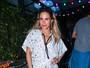 Wanessa Camargo usa vestido curto e larguinho em festa em São Paulo