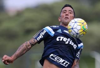 Palmeiras Barrios domina bola (Foto: Cesar Greco/Ag Palmeiras/Divulgação)