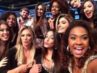 Bailarinas do Faustão fazem selfie em ensaio do programa