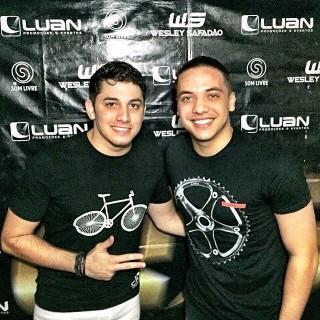 Jonas Esticado com Wesley Safadão (Foto: Reprodução/Instagram)