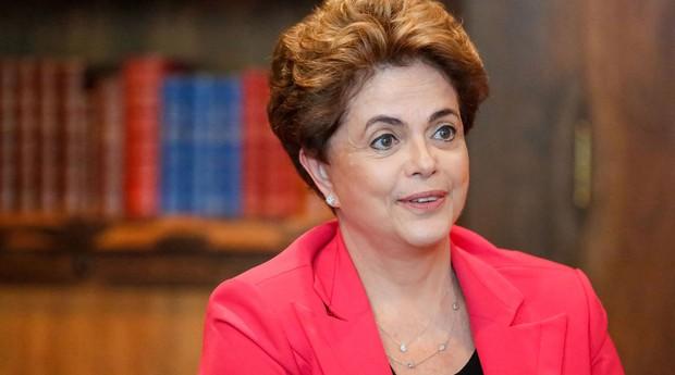Dilma recebe juristas no Alvorada e pede integração de especialistas com Senado