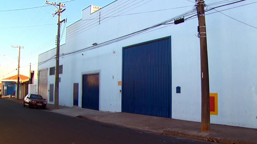 Fachada da empresa onde aconteceu a operação em Rio Claro (Foto: Reprodução/EPTV)