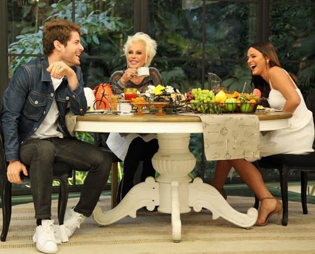 Destri e Marquezine ficaram sem graça depois que a mãe do ator assumiu o namoro dos dois (Foto: Fabiano Battaglin/Gshow)
