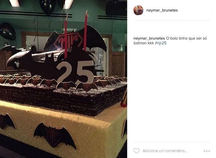 """BLOG: Com Marquezine, bolo de Batman e """"parabéns funk"""", Neymar tem nova festa"""