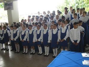 Alunos interpretam canções natilinas em Libras (Foto: Divulgação/Ascom/Seed)