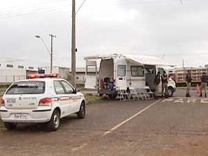 Bse móvel da PM em Uberlândia (Foto: Reprodução/TV Integração)