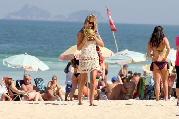 Yasmin Brunet na praia (Foto: Dilson Silva/ AG. News)
