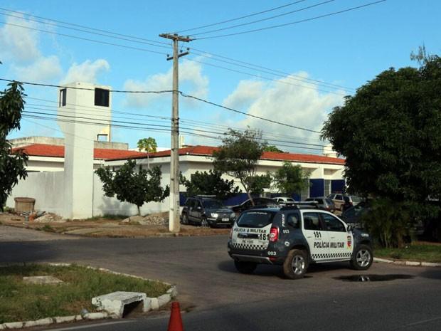 PM entrou na cadeia pública de Natal na tarde desta quarta-feira (18) (Foto: Wendell Jefferson/G1)