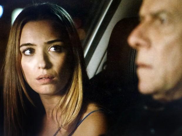 Claudio fica chocado quando vê Leonardo com outro homem (Foto: Império/TV Globo)