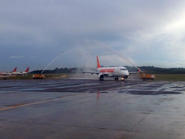 Jato Embraer  tem capacidade para 100 passageiros.  (Foto: Divulgação/Amazonastur)