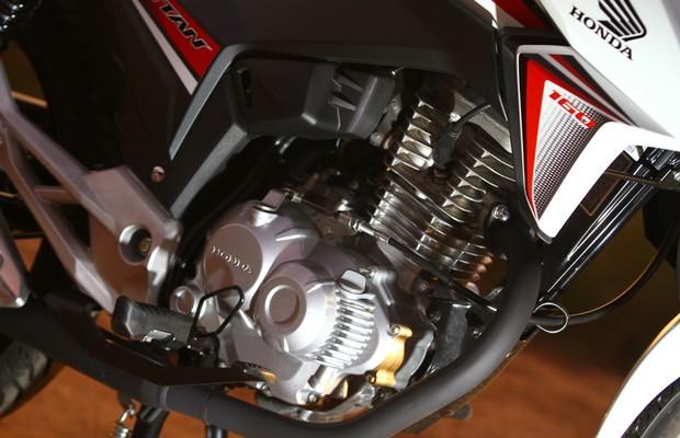 Motor da Honda CG Titan 160 (Foto: Mario Villaescusa / Autoesporte)