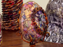 Artista faz exposição que transforma  materiais que iam para o lixo em arte