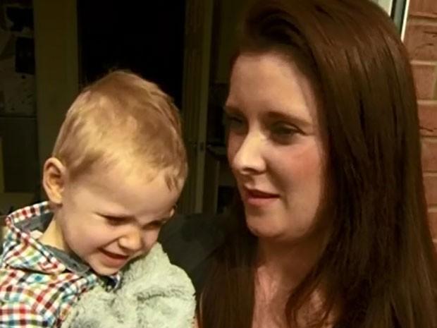 Dana ensinou o filho a ligar para a polícia (Foto: BBC/Reprodução)