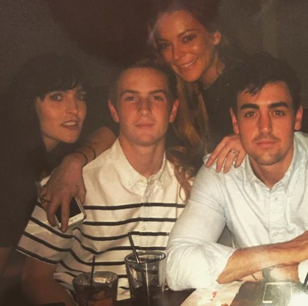 Lindsay Lohan com o irmão e amigos (Foto: Reprodução/Instagram)