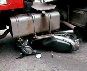 Acidente foi no Centro de Divinópolis, MG (Foto: Reprodução/TV Integração)