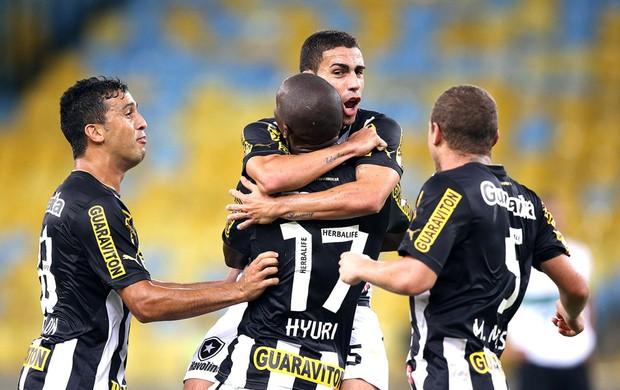 Hyuri comemoração do Botafogo contra o Coritiba (Foto: Satiro Sodré / SSPress)