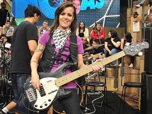 Lena, baixista de A Banca (Foto: TV Globo / Reinaldo Marques)