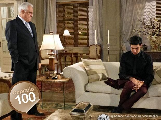 César não poupa Félix diante de toda a família (Foto: Amor à Vida/TV Globo)