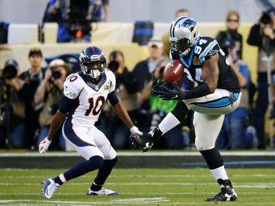Kony Ealy interceptação peyton manning super bowl 50 (Foto: Getty Images)