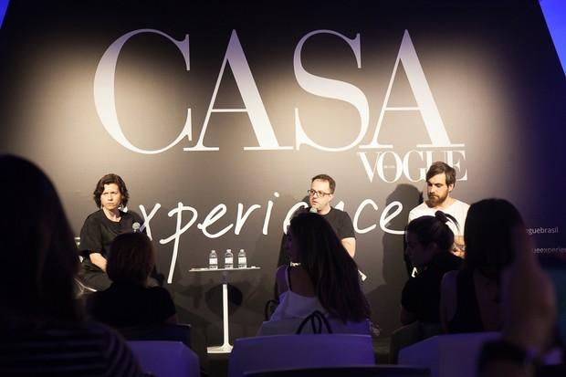 A editora Winnie Bastian recebeu Roque Frizzo e Guilherme Wentz para um bate-papo sobre o design nacional (Foto: David Mazzo)