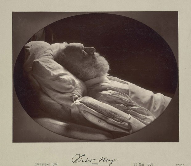 Victor Hugo em seu leito de morte, imagem feita por Félix Nadar em 1885 (Foto: Cortesia/Getty's Open Content Program)