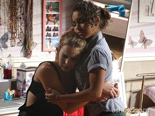 Anita admite para Julia que ainda ama muito Ben (Foto: Malhação / TV Globo)