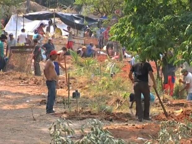 Garimpeiros exploraram partes superior e inferior da serra (Foto: Reprodução / TVCA)