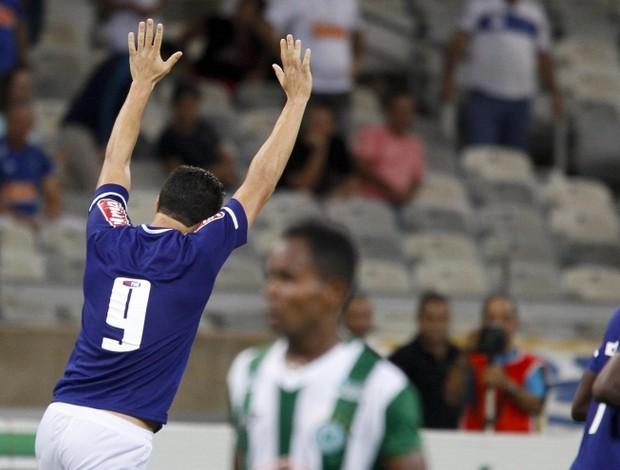 Leandro Damião comemora gol de empate contra o Mamoré