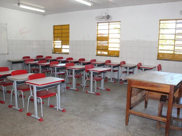 Salas de aula ficaram desertas após alunos não comparecem a escola com medo (Foto: Catarina Costa/G1)