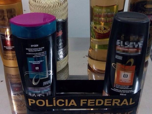 Cocaína estava diluída em frascos e garrafas (Foto: Divulgação/ PF)