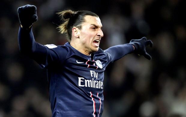 Ibrahimovic comemora gol do PSG sobre o Evian (Foto: AFP)