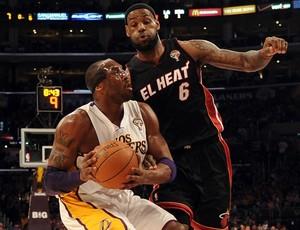 NBA basquete Kobe Bryant LeBron James (Foto: Getty Images)