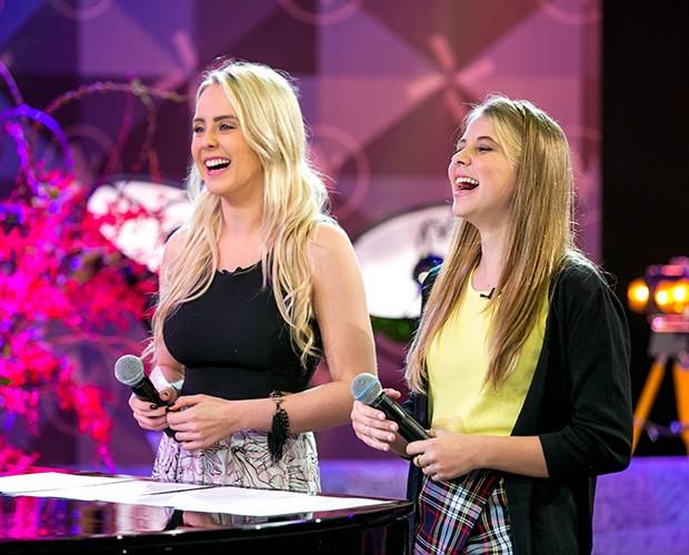 A dupla de loiras adorou a escolha da música (Foto: Isabella Pinheiro/Gshow)