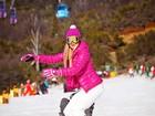 Aline Gotschalg faz snowboard com look pink: 'Penélope Charmosa'