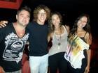 José Loreto e Débora Nascimento vão ao teatro no Rio