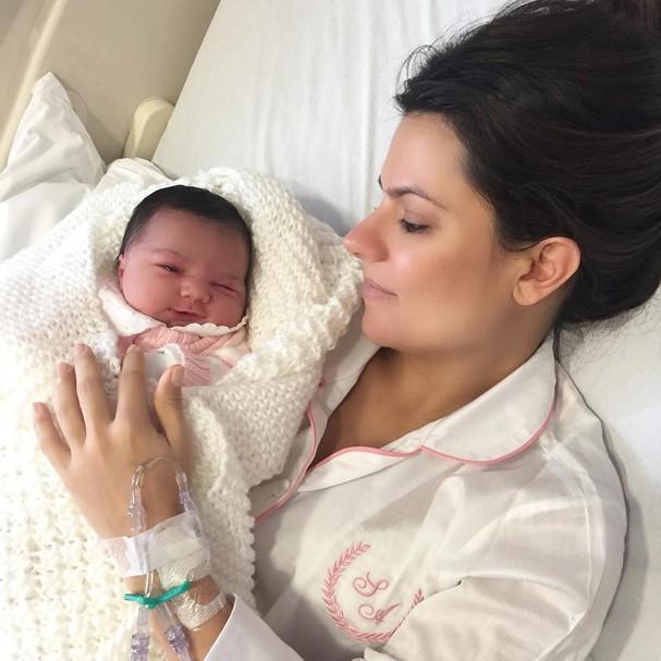 Sophia Alckmin e a pequena Filippa, que nasceu na última quarta-feira, 3 (Foto: Reprodução/ Instagram)