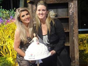Celebridades já experimentaram os bolos da empresária (Foto: Elisângela Ambrósio/Arquivo Pessoal)