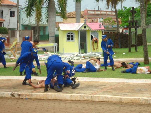 Representação do combate e explosão da Igreja de Santa Rita  (Foto: TV Morena)