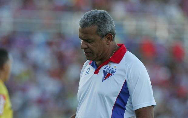 Hélio dos Anjos, técnico do Fortaleza, contra o Treze (Foto: Lucas de Menezes/Agência Diário)
