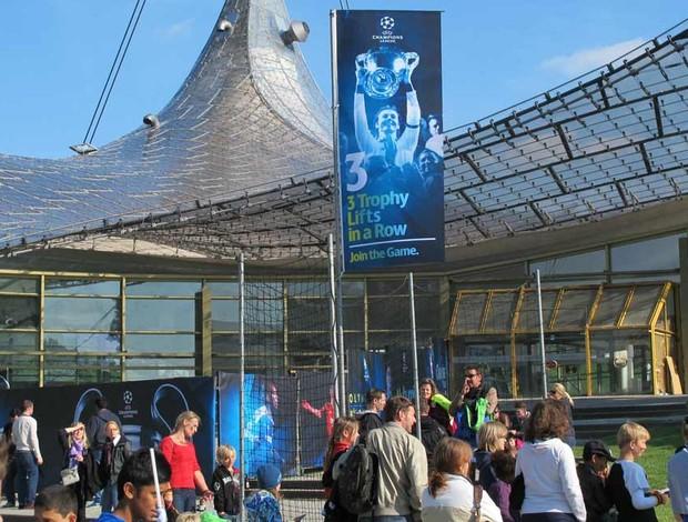 Banner com referência ao Bayern (Foto: Carlos Mota / Globoesporte.com)