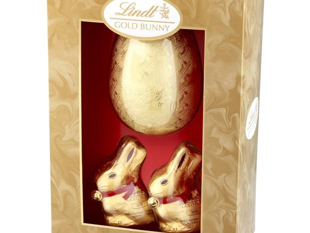A Lindt lançou a caixa com o ovo Gold Bunny Luxury, de 160g, e mais dois coelhinhos de 50 g cada (Foto: Divulgação)