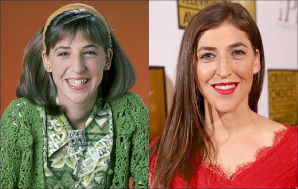 Mayim Bialik vai completar 39 anos de vida em dezembro de 2014, e interpreta a Amy Farrah Fowler da sitcom 'The Big Bang Theory'. Porém será sempre lembrada como a personagem-título de 'Blossom' (1990–1995). Na foto da esquerda, feita na primeira temporada da série, a atriz e neurocientista tinha 14 aninhos. (Foto: Getty Images)