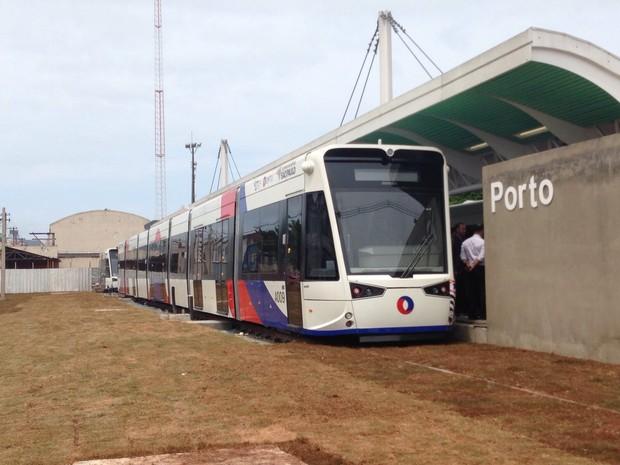 Novos trens do Veículo Leve sobre Trilho foram entregues nesta sexta-feira (Foto: Mariane Rossi/G1)