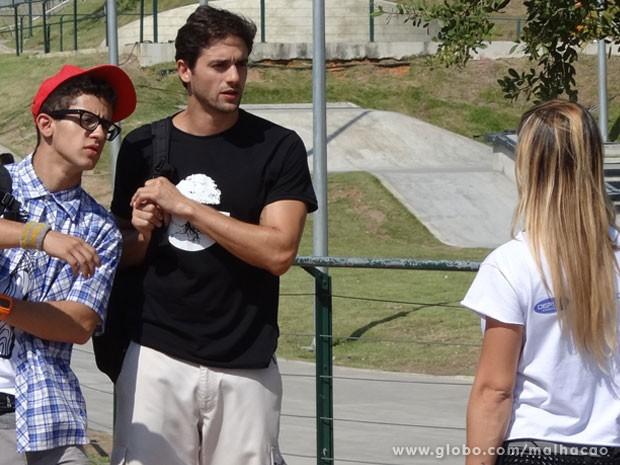 Climão! Olha o Cezar dizendo que é ex da Fabíola e ela dizendo que é caô KKKKKK (Foto: Malhação / Tv Globo)